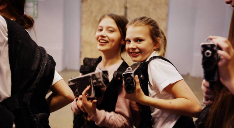 Dlaczego warto organizować urodziny dla dzieci w LaserCamp w Piasecznie?
